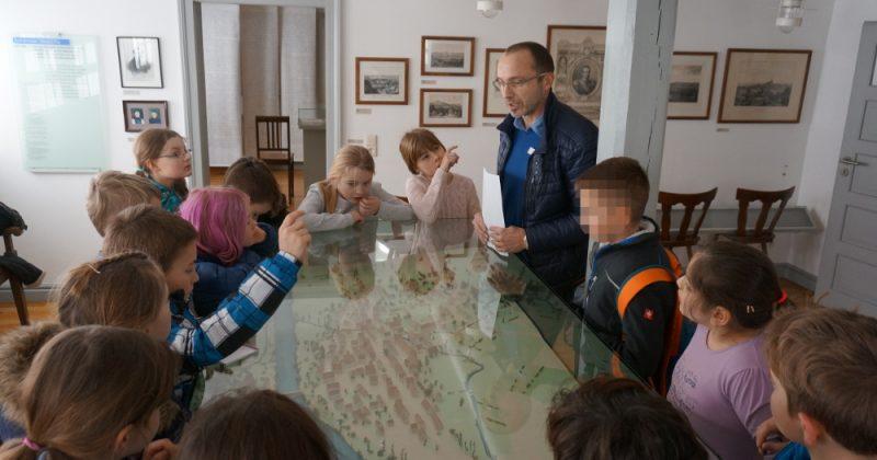 Klasse 3a bei der historischen Stadtführung