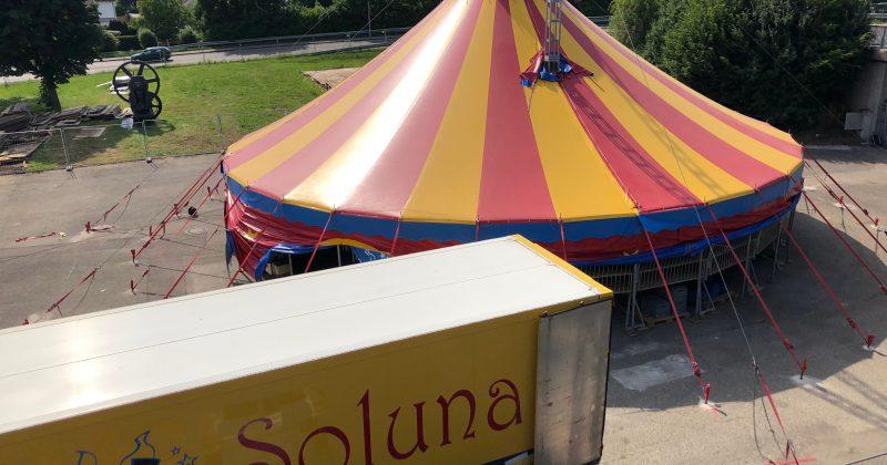 Der Zirkus steht